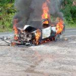 Pikap Tabrak Truk Tengki dan Terbakar di Trans Kalimantan
