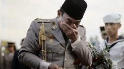 Momen Soekarno Menangis di Depan Makam Jenderal Ahmad Yani yang Terbunuh pada Peristiwa G30S PKI